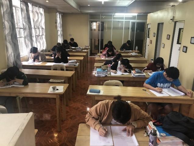 Lớp học tại trường Anh ngữ A&J