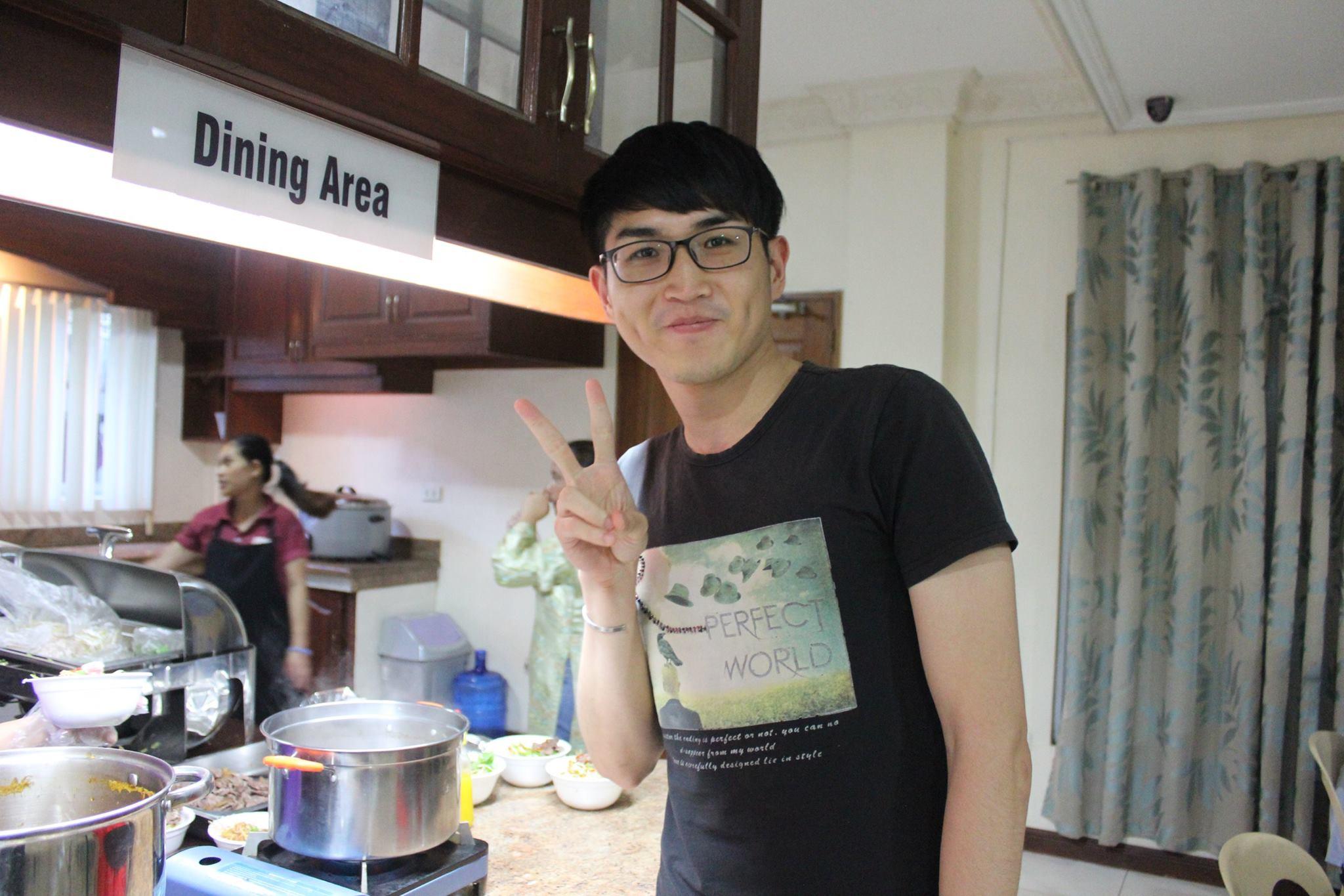 Thưởng thức món ăn Việt tại trường Anh ngữ TARGET